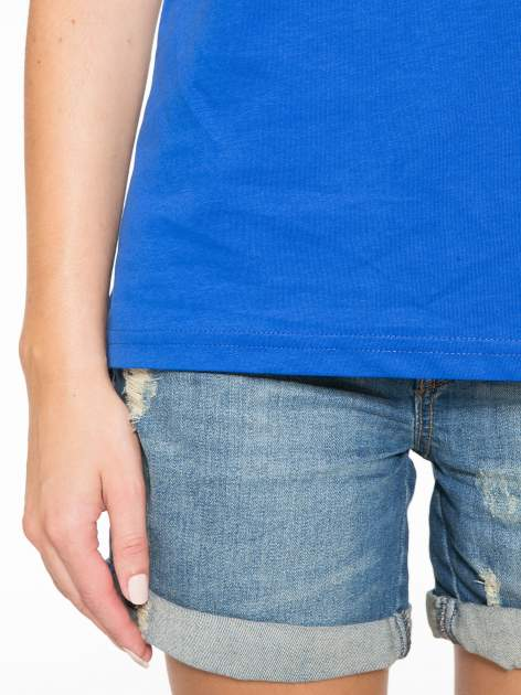 Niebieski t-shirt z numerkiem 10 na plecach i rękawie                                  zdj.                                  8