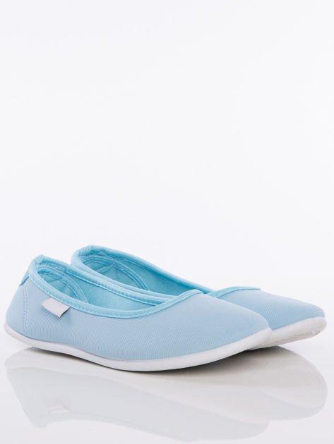 Niebieskie baleriny z materiału z zaokrąglonym noskiem                               zdj.                              2
