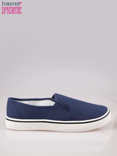 Niebieskie buty slip on na białej podeszwie                                  zdj.                                  1
