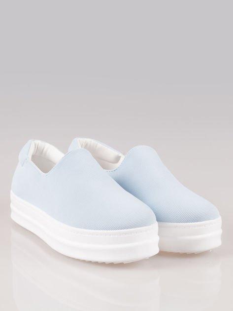 Niebieskie buty slip on na wysokiej podeszwie                                  zdj.                                  2