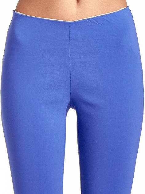 Niebieskie dopasowane spodnie typu tregginsy                                  zdj.                                  5