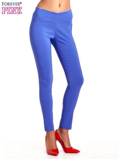 Niebieskie dopasowane spodnie typu tregginsy