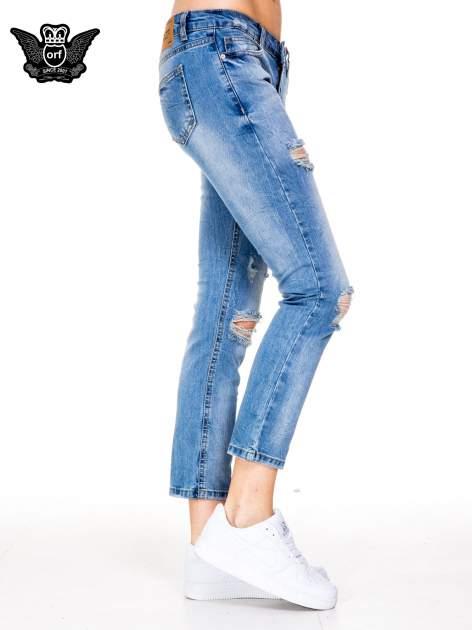 Niebieskie gniecione spodnie girlfriend jeans z dziurami                                  zdj.                                  3