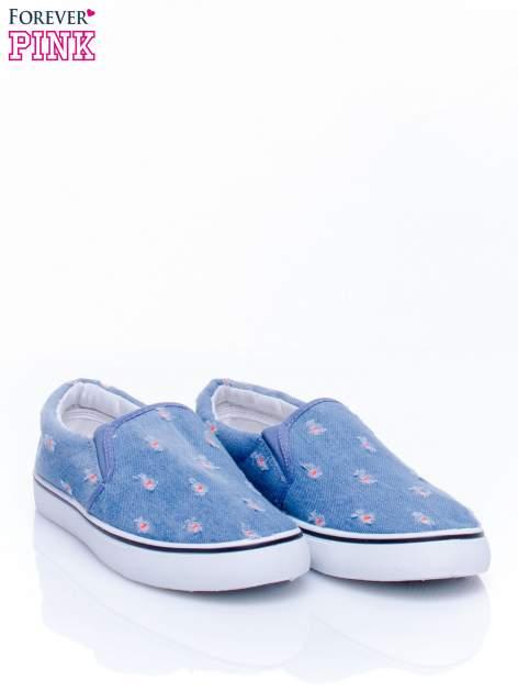 Niebieskie jeansowe buty slip on z przetarciami                                  zdj.                                  3