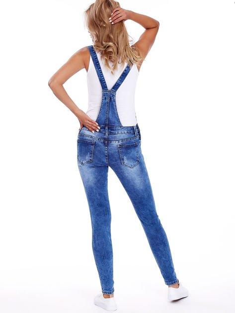 Niebieskie jeansowe ogrodniczki z przetarciami                              zdj.                              2
