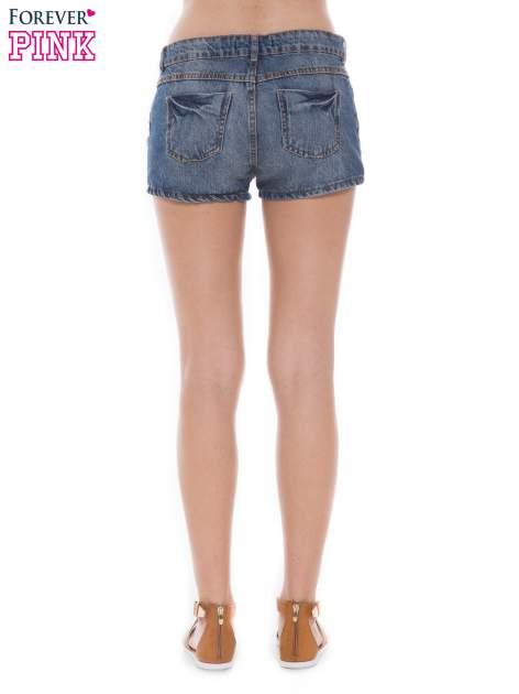 Niebieskie jeansowe szorty z efektem sprania                                  zdj.                                  3