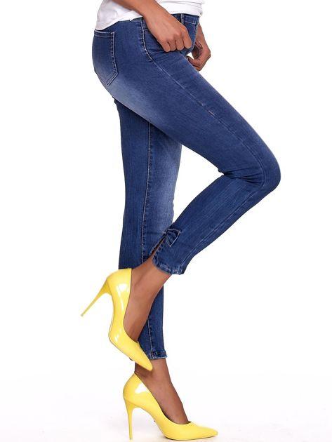 Niebieskie jeansy damskie slim fit z suwakiem z tyłu                              zdj.                              3