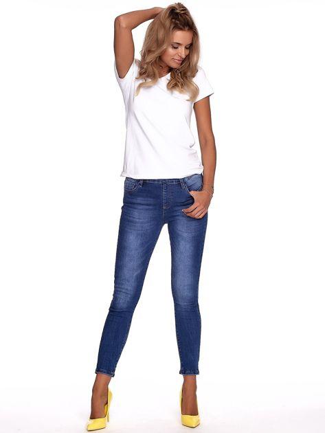 Niebieskie jeansy damskie slim fit z suwakiem z tyłu                              zdj.                              4