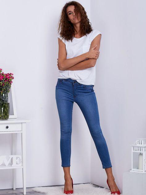 Niebieskie jeansy high waist                              zdj.                              4