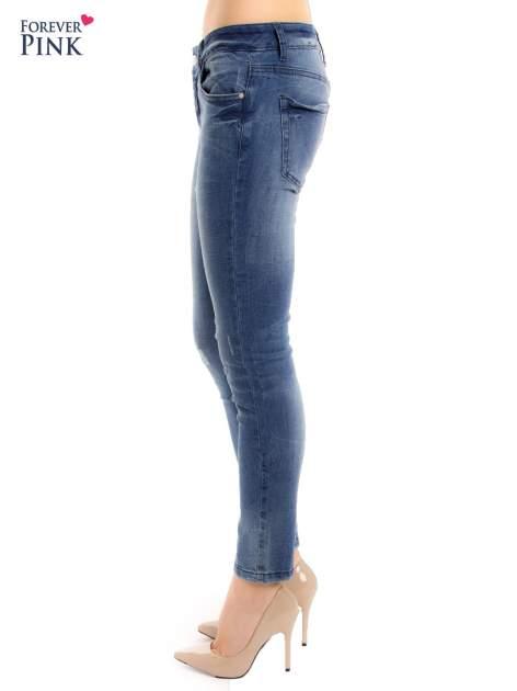 Niebieskie jeansy rurki z przetarciami                                  zdj.                                  2