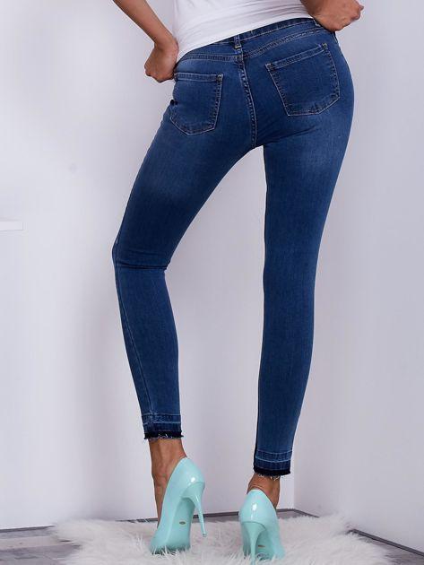 Niebieskie jeansy skinny z surowym wykończeniem                               zdj.                              2