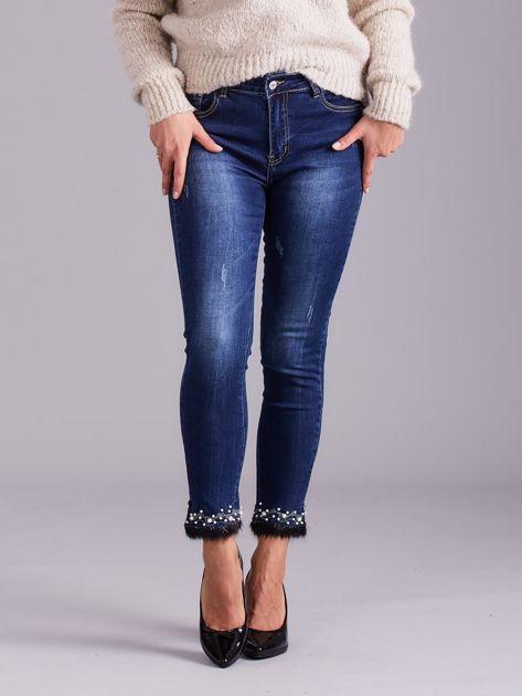 Niebieskie jeansy slim fit z aplikacją                              zdj.                              1