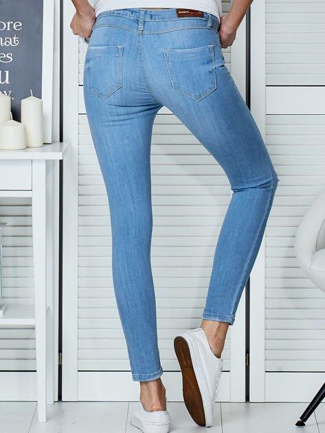 Niebieskie jeansy vintage o dopasowanym kroju                              zdj.                              2