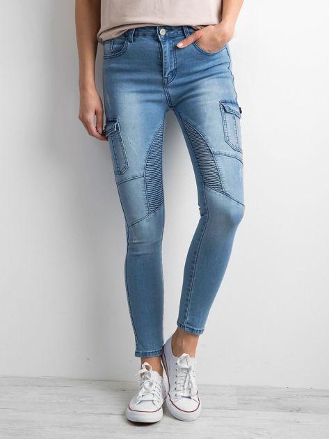 Niebieskie jeansy z kieszeniami                              zdj.                              1