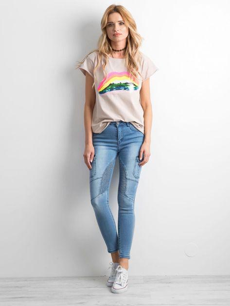 Niebieskie jeansy z kieszeniami                              zdj.                              4
