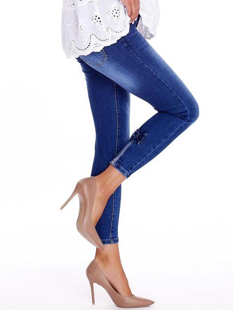 Niebieskie jeansy z kokardkami na nogawkach                              zdj.                              3