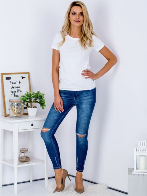 Niebieskie jeansy z rozcięciami na kolanach                              zdj.                              4