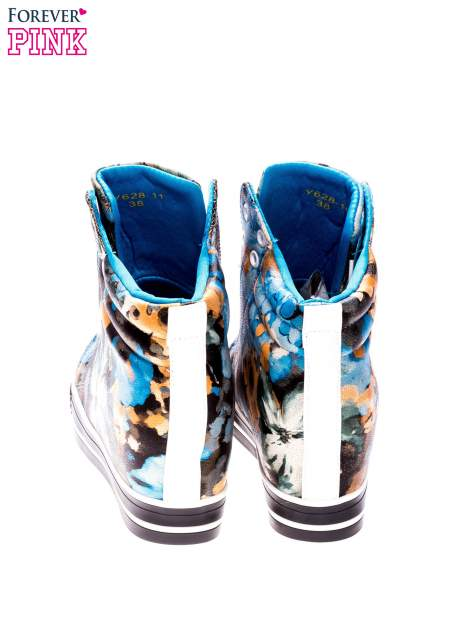 Niebieskie kwiatowe sneakersy                                  zdj.                                  3