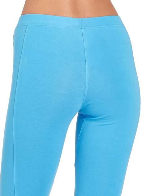 Niebieskie legginsy sportowe z drapowaniem                                  zdj.                                  5