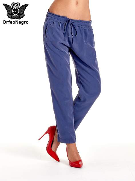 Niebieskie lejące spodnie wiązane w pasie                                  zdj.                                  1