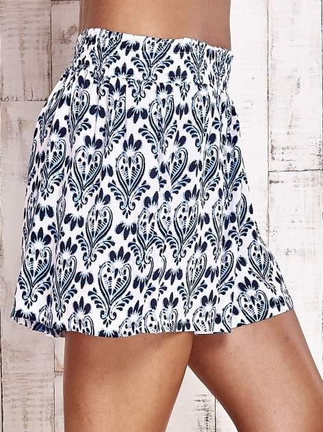 Niebieskie luźne szorty z ornamentowym wzorem                                  zdj.                                  7