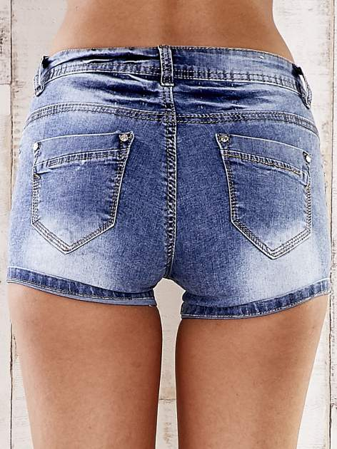 Niebieskie marmurkowe szorty jeansowe