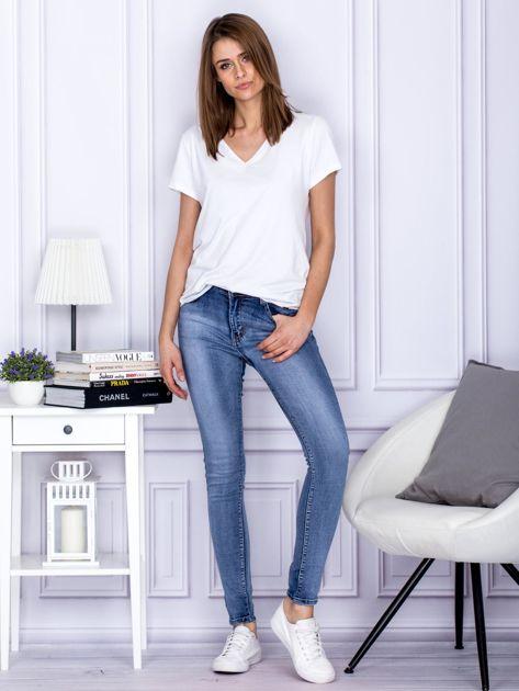 Niebieskie rozjaśniane jeansy rurki                                  zdj.                                  4