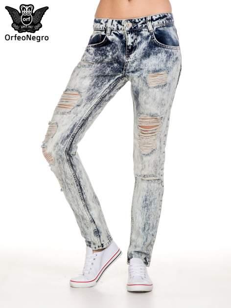 Niebieskie rozjaśniane spodnie jeansowe z przetarciami                                  zdj.                                  1