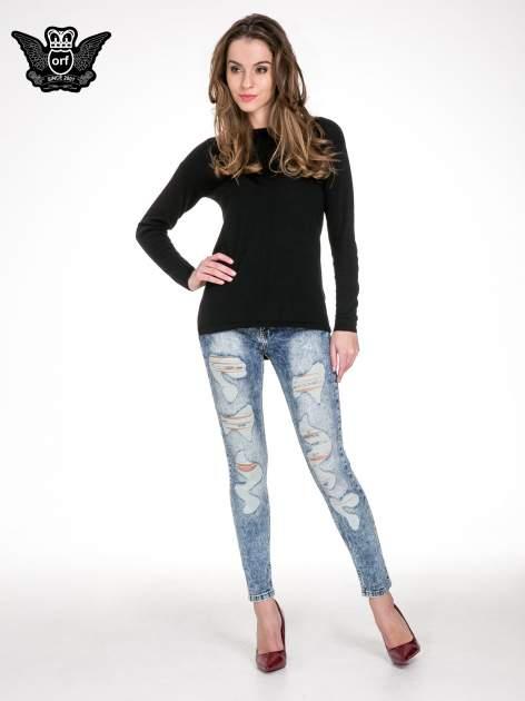 Niebieskie rurki jeansowe marmurki z fantazyjnymi rozdarciami                              zdj.                              4