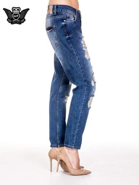Niebieskie spodnie boyfriend jeans z rozdarciami                                  zdj.                                  2