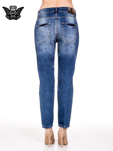 Niebieskie spodnie boyfriend jeans z rozdarciami                                  zdj.                                  4