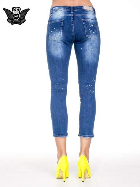Niebieskie spodnie jeansowe długości 7/8 z łatami i przetarciami                                  zdj.                                  5