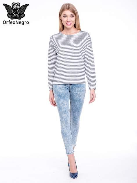Niebieskie spodnie jeansowe marmurki z wysokim stanem                                  zdj.                                  2