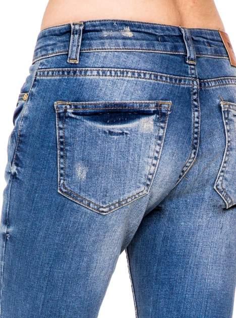 Niebieskie spodnie jeansowe rurki 7/8 z łatą i dziurami                                  zdj.                                  6
