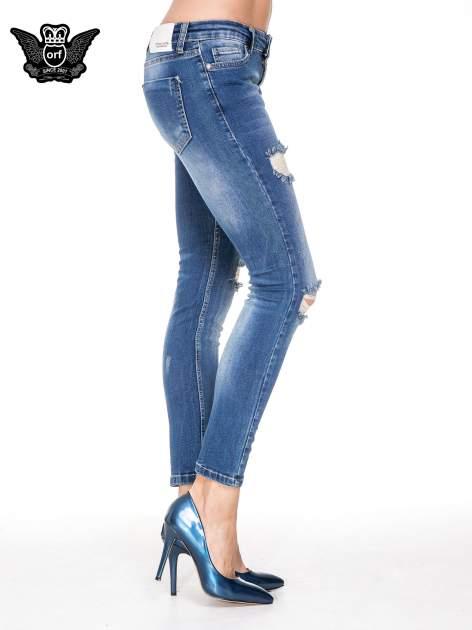 Niebieskie spodnie jeansowe rurki z dziurami i cieniowaniem                                  zdj.                                  3