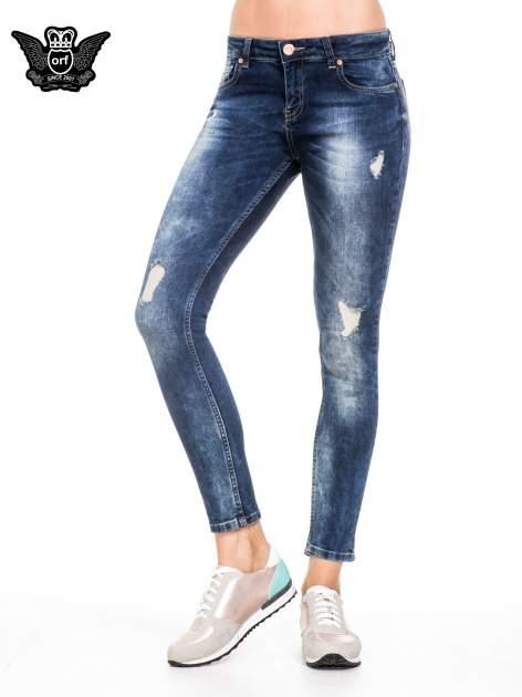 Niebieskie spodnie jeansowe rurki z lekkim dekatyzowaniem i przetarciami                                  zdj.                                  1