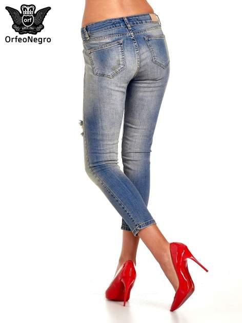 Niebieskie spodnie jeansowe skinny z dziurami                                  zdj.                                  4