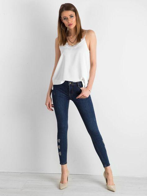 Niebieskie spodnie jeansowe z aplikacją na nogawkach                              zdj.                              4