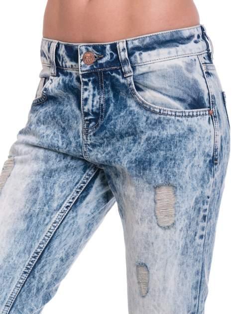 Niebieskie spodnie jeansowe z wytarciami                                  zdj.                                  6