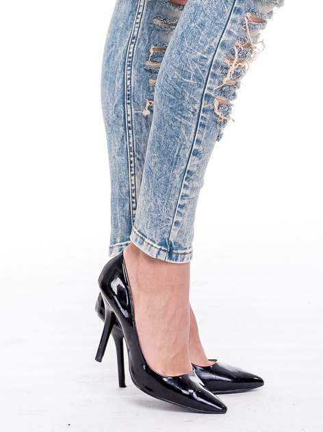 Niebieskie spodnie rurki typu trash jeans                                  zdj.                                  5