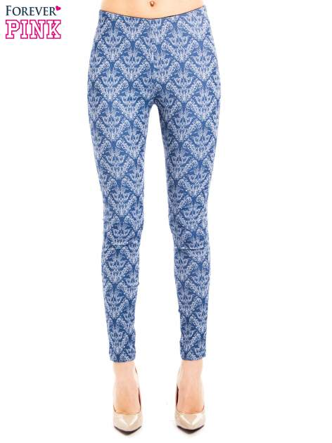 Niebieskie spodnie typu legginsy w ornamentowy wzór                                  zdj.                                  1