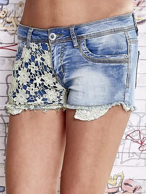 Niebieskie szorty jeansowe z koronką                                  zdj.                                  1