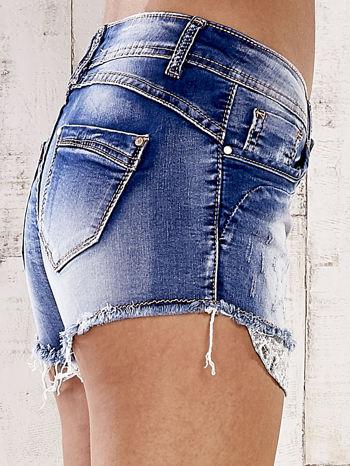 Niebieskie szorty jeansowe z postrzępionymi nogawkami                                  zdj.                                  6