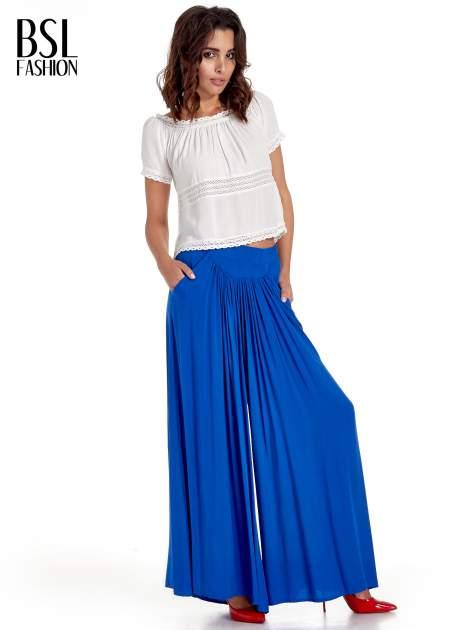 Niebieskie zwiewne spodnie typu culottes                                  zdj.                                  4