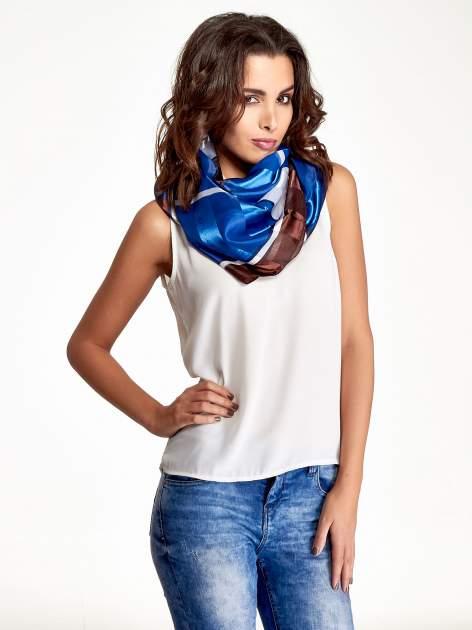 Niebiesko-brązowa chusta apaszka z nadrukiem literowym                                  zdj.                                  1