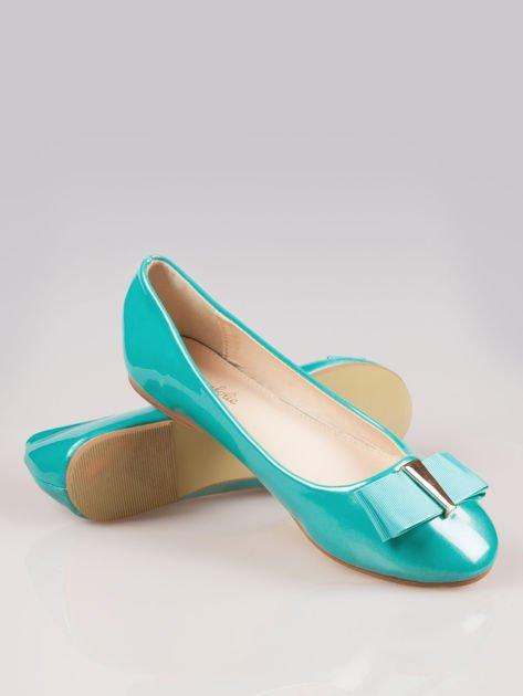 Niebieskozielone błyszczące balerinki faux leather Melanie z kokardką                                  zdj.                                  4