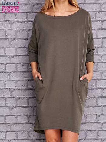 Oliwkowa gładka sukienka oversize                                  zdj.                                  1