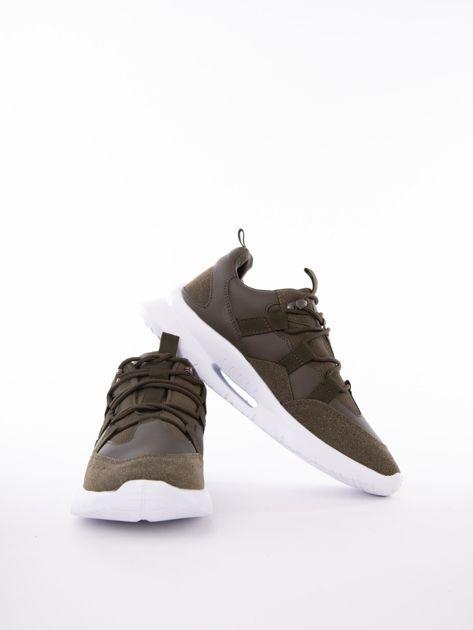 a72d0621 4 · Oliwkowe buty sportowe z ozdobnym sznurowaniem i sprężystą podeszwą ...