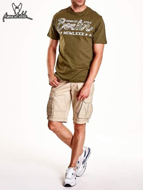 Oliwkowy t-shirt męski z nadrukiem moro                                  zdj.                                  9