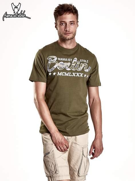 Oliwkowy t-shirt męski z nadrukiem moro                                  zdj.                                  2